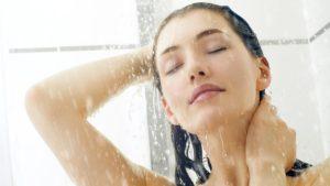 Napozás utáni zuhanyzás